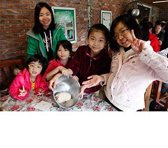 與香港青年協會携手安排快樂農莊義工體驗計劃