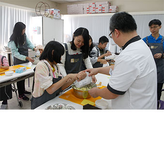 Collaborated with the Hong Kong Institute of Chartered Secretaries in organising a cookie-baking workshop for children from SAHK.