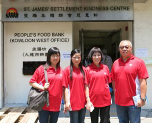 The Group had supported the activities organized by St. James's Settlement under the charity project including donation of cooking oil to People's Food Bank and participation in voluntary service.